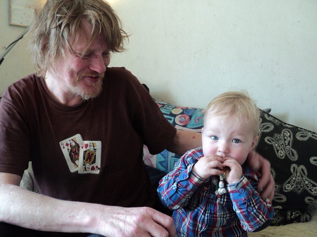 Hus-Forbi_Tale-of-a-vendors-daughter-Leif-with-grandchild