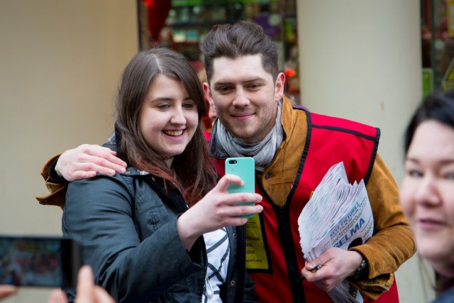 Twin Atlantic's Sam McTrusty with a fan<br>