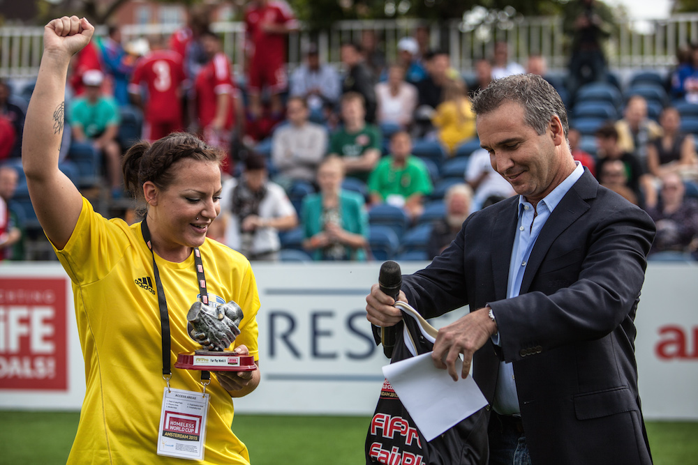 Sweden's Jannike Lindahl receives FIFPro fair play award from FIFPro representative Fernando Revilla. Credit: Alex Walker