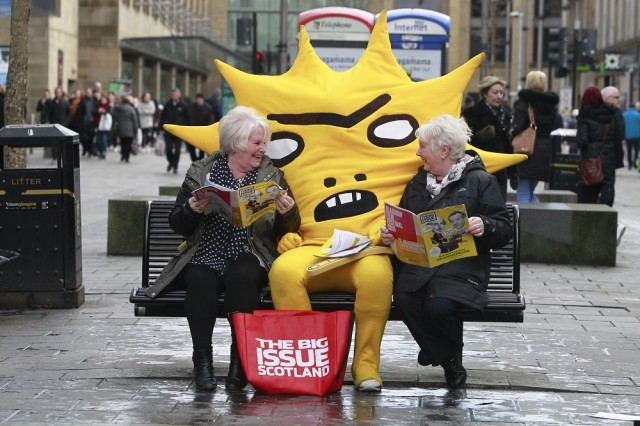 Mascot Kingsley meets Big Issue readers Kathy Tourish & Mary Dollan Photo: Herald and Times<br>