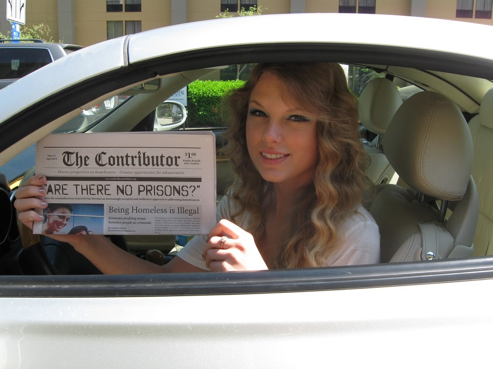Taylor Swift poses with her copy of The Contributor Photo: Kevin Barbieux