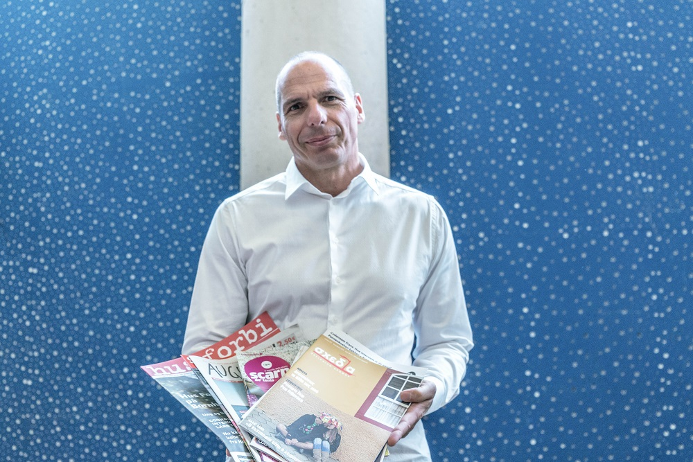 Varoufakis enjoys a sleections of street papers. Photo: Dimitri Koutsomytis