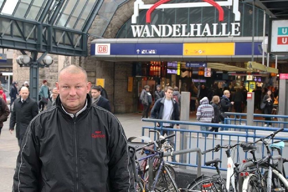 """Homeless Maik spoke to Hinz&Kunzt following Faiko Droßmann's remarks about clearing up Hamburg Central Station of """"people who exhibit disturbing behavior."""" """"No one is here voluntarily. I would go to work right away if I had a job,"""" Maik said. Photo: Benjamin Laufer"""