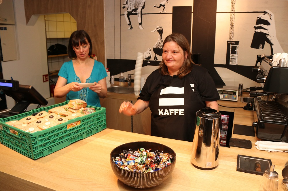 Left: Gunvor, social worker and manager. Right Anniken, barista. From the opening day 29.6