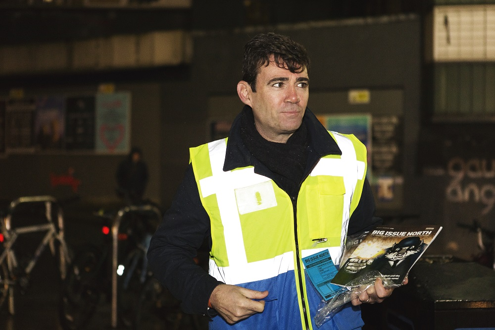 Greater Manchester Mayor Andy Burnham sells Big Issue North during #VendorWeek2018 (Credit: Rebecca Lupton)