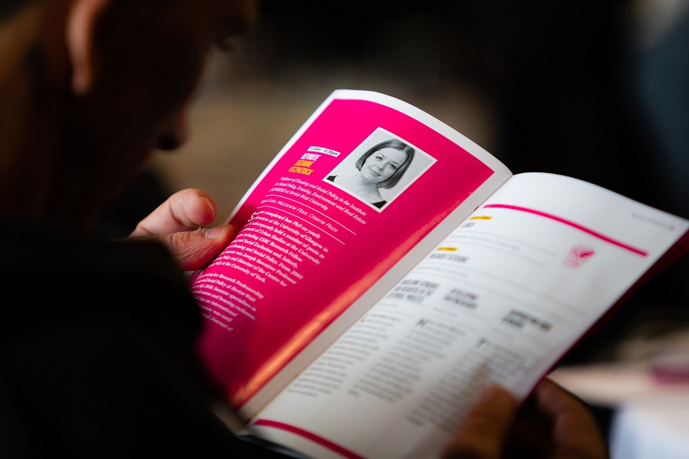 A delegate reads about Suzanne Fitzpatrick in the #INSP2018 programme. Credit: Jack Donaghy