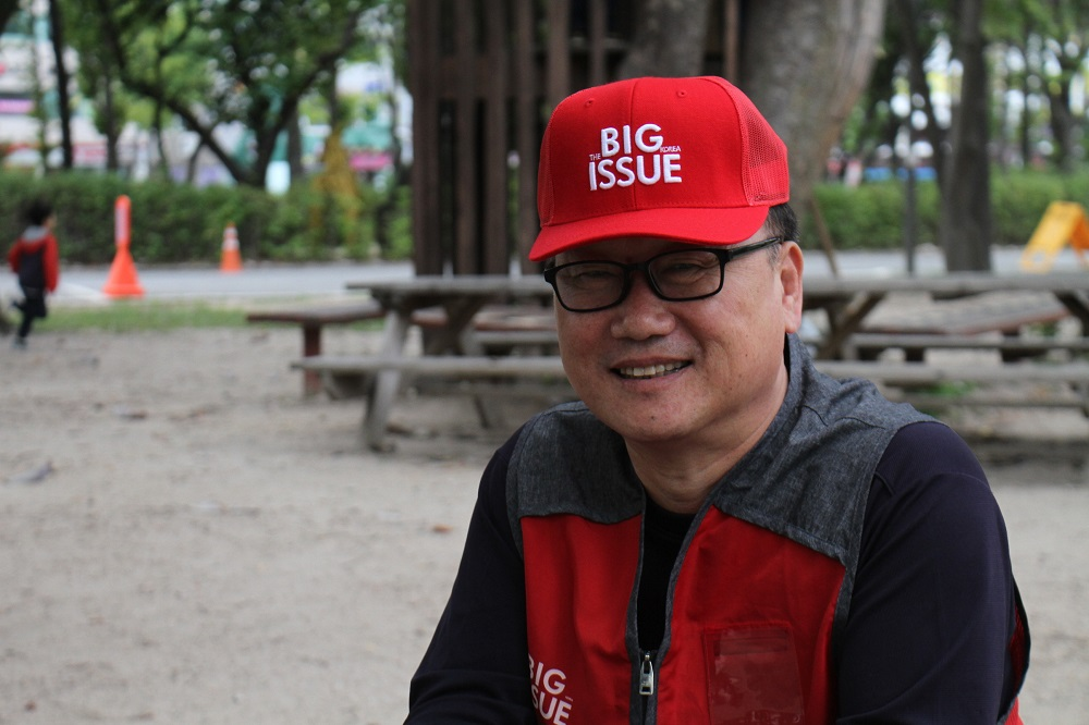 Big Issue Korea vendor Yeong-su Moon (Credit: Goya Choi)