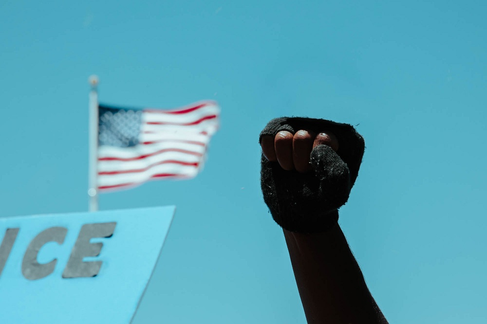 A protester raises his fist at the San Francisco entrance to the Golden Gate Bridge. [Credit: Kit Castagne]